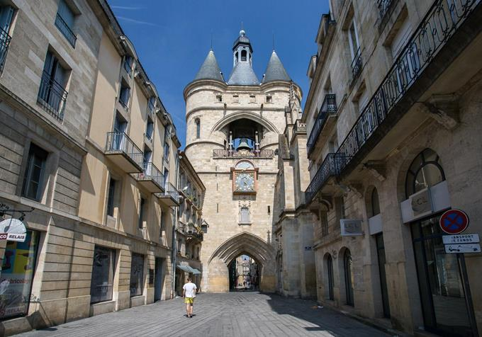Bordeaux Region City Guide ➤ Discover the season's best travels and the best city guides for your holidays. Visit us at http://www.bestdesignguides.com/ #cityguide #travelguides #hotels #restaurants #design @bestdesignguide city guide Bordeaux Region City Guide Bordeaux Region Travel Guide 17 1