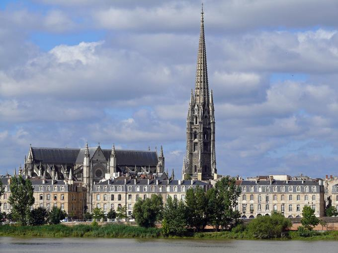 Bordeaux Region City Guide ➤ Discover the season's best travels and the best city guides for your holidays. Visit us at http://www.bestdesignguides.com/ #cityguide #travelguides #hotels #restaurants #design @bestdesignguide city guide Bordeaux Region City Guide Bordeaux Region Travel Guide 18 1