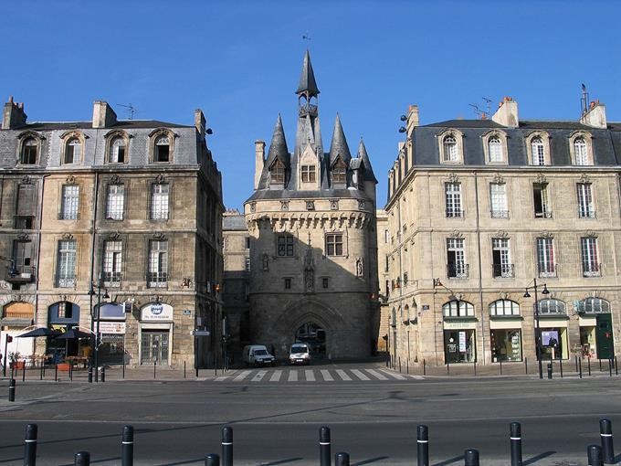 Bordeaux Region City Guide ➤ Discover the season's best travels and the best city guides for your holidays. Visit us at http://www.bestdesignguides.com/ #cityguide #travelguides #hotels #restaurants #design @bestdesignguide city guide Bordeaux Region City Guide Bordeaux Region Travel Guide 20 1