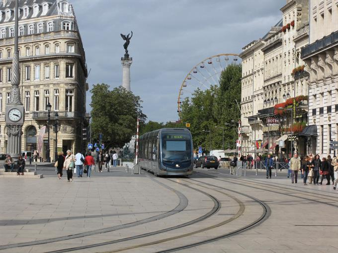 Bordeaux Region City Guide ➤ Discover the season's best travels and the best city guides for your holidays. Visit us at http://www.bestdesignguides.com/ #cityguide #travelguides #hotels #restaurants #design @bestdesignguide city guide Bordeaux Region City Guide Bordeaux Region Travel Guide 21 1