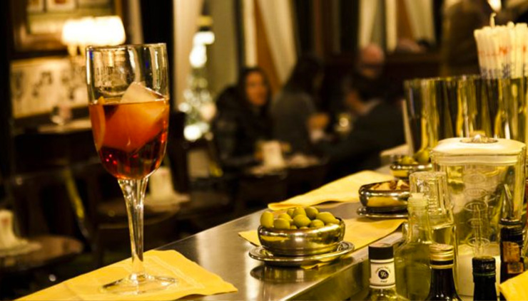 """Milan offers lively bars, restaurants and nightclubs, moreover some of them include live music, especially jazz music and some local bands. Here are the best tips to pass the best night in Milan."" bars in milan Top Bars in Milan Top Bars in Milan2"