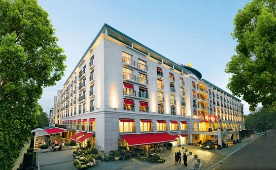 """""""Looking for a 5 star hotel in Hamburg? Then here you have -- a selection of the best 5 luxury hotels in Hamburg, Germany.""""  TOP 5 Luxury Hotels in Hamburg Best Design Guides TOP 5 Hotels Hamburg Grand Elysee 01"""