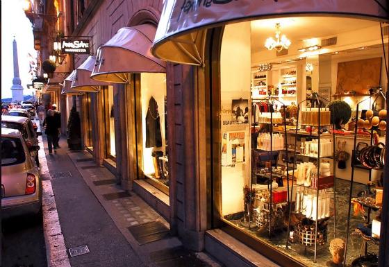 Femme-Sistina-Best-Design-Guides-Rome