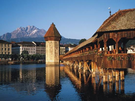 Top-Design-Shops-in-Luzern-chapel-bridge-lucerne