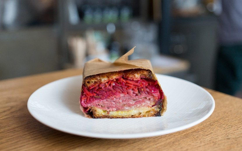 best-design-guides-top-places-to-eat-brunch-in-Paris-frenchie-to-go-1