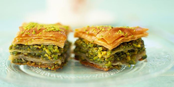 Best-design-guides-top-7-best-food-to-try-in-istanbul-baklava