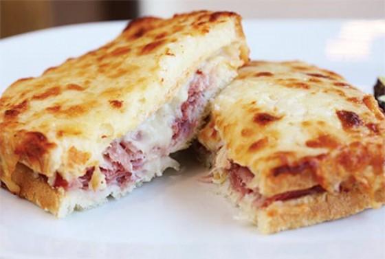 best-design-guides-food-you-must-try-in-paris-croque-monsieur