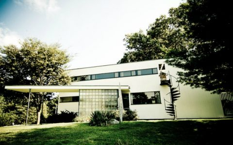 Mid-Century Modern See 10 Mid-Century Modern Homes By Famous Architects feat 2 480x300